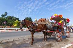 Il landò Lampang Lampang è la sola provincia in Tailandia con il pra di Wat che Lampang Luang immagini stock libere da diritti
