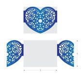 Il laser ha tagliato la partecipazione di nozze, ornamento del fiore nella forma del cuore Fotografia Stock