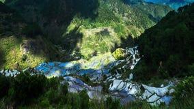 Il lasso di tempo dei terrazzi del riso sistema in montagne con la riflessione nuvolosa del cielo blu filippine archivi video