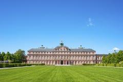Il lato del giardino del castello della residenza in Rastatt Immagine Stock