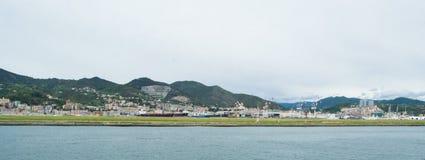 Il lato industriale del porto a Genova, Italia immagine stock libera da diritti