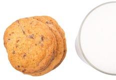 Il latte e la casa hanno reso a biscotti II immagini stock libere da diritti