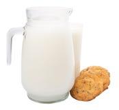 Il latte e la casa hanno reso a biscotti IX Fotografia Stock Libera da Diritti