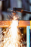 Il lavoratore regola la torcia dell'acetilene Fotografie Stock Libere da Diritti