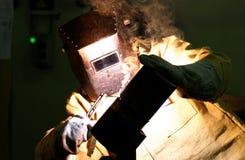 il Lavoratore-saldatore fabbrica il metallo Fotografia Stock