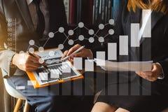 il lavoro dell'investitore professionale nuovo lancia sul progetto E immagine stock