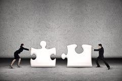 Il lavoro di squadra di affari ha un il puzzle Fotografie Stock Libere da Diritti