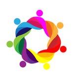 Il lavoro di squadra ha abbracciato il logo della gente Immagini Stock