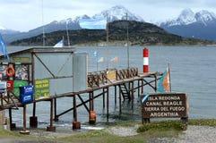 Il le plus du sud au monde le courrier sur les banques du canal de briquet en parc national de Tierra del Fuego Photographie stock