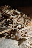 Il legname risiede nella stanza accanto al chip Immagini Stock Libere da Diritti