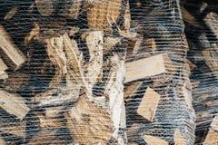 Il legno del riscaldamento in un sacco ha preparato per l'inverno Fotografia Stock Libera da Diritti