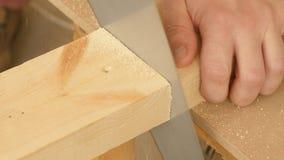 Il legno di taglio ha veduto a mano video d archivio