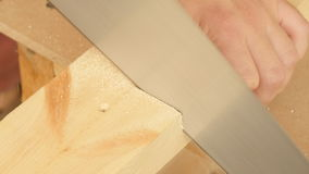 Il legno di taglio ha veduto a mano stock footage