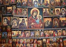 Il legno ha fatto l'icona religiosa ortodossa della pittura, a Sofia del centro, la Bulgaria fotografia stock