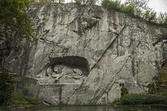Il leone di morte fotografia stock