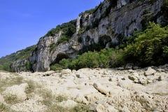Il letto del fiume Gardon completamente asciutto Fotografia Stock