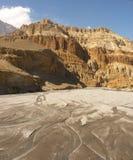 Il letto di fiume vigoroso di Kali Gandaki nel Nepal Immagini Stock Libere da Diritti