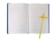 Il libro aperto con il viaggio spirituale inter- di foglia di palma, impernia concentrato Fotografie Stock