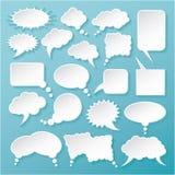Il Libro Bianco brillante bolle per discorso su un fondo blu Fotografia Stock
