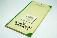 Il libro della costituzione spagnola, scatola leggera fotografie stock libere da diritti