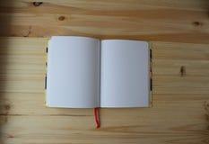 Il libro di esercizi è aperto fotografia stock libera da diritti