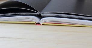 Il libro di esercizi è aperto fotografie stock libere da diritti