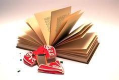 Il libro ed il cuore rotto Fotografia Stock Libera da Diritti