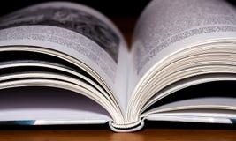 Il libro impagina il primo piano immagine stock libera da diritti
