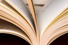 Il libro impagina il primo piano fotografie stock libere da diritti