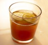 Il limone ha ghiacciato il tè Fotografia Stock