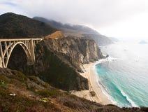 Il litorale della California ed instrada 1 ponticello Immagini Stock Libere da Diritti