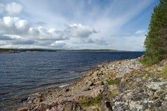 Il litorale roccioso del mare bianco Fotografie Stock