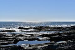 Il litorale roccioso di Elizabeth del capo su capo Elizabeth, la contea di Cumberland, Maine, Nuova Inghilterra, Stati Uniti immagine stock