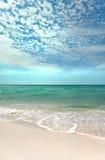 Il litorale verde smeraldo fotografia stock