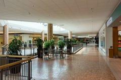 Il livello superiore di un centro commerciale Immagini Stock