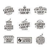 Il logo del negozio e del caffè ha messo con la tazza di caffè di carta, la linea stile nera di colore della macchina Fotografia Stock
