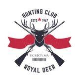 Il logo di caccia, emblema d'annata con i cervi dirige ed attraversato i fucili di caccia Fotografie Stock Libere da Diritti