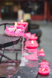 Il loto fuso ha modellato le candele in un tempio cinese Fotografia Stock