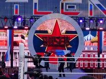 Il lottatore Rusev e Lana di WWE si fa strada suonare Immagini Stock Libere da Diritti