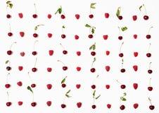 Il lotto dei lamponi e delle ciliege ha sistemato su bianco Immagini Stock Libere da Diritti