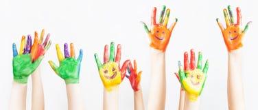 Il lotto delle mani dipinte si è alzato su, il giorno dei bambini Fotografie Stock Libere da Diritti