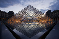 Il Louvre a Parigi Fotografia Stock