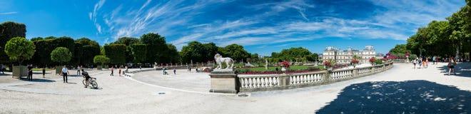 Il Lussemburgo fa il giardinaggio ed il palazzo del Lussemburgo Immagini Stock Libere da Diritti