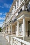 Il lusso bianco alloggia le facciate a Londra Fotografia Stock Libera da Diritti