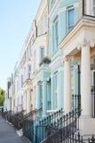 Il lusso di colore pastello alloggia le facciate a Londra Immagine Stock