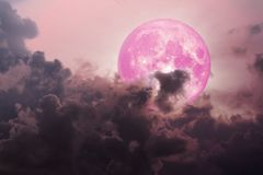 il magenta scuro della parte posteriore rosa della luna si rannuvola il mare illustrazione di stock