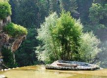 Il Man ha fatto l'isola alla cima della cascata di Jajce Immagini Stock