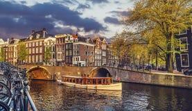 Il Manica a Amsterdam Paesi Bassi alloggia il fiume Amstel Immagine Stock Libera da Diritti