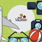 Il manifesto variopinto di gode della vacanza con l'aereo e macchina fotografica e vetri e beach ball Immagine Stock Libera da Diritti