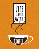 Il manifesto variopinto di tipografia con vita motivazionale di citazione è migliore con una tazza di forte caffè colombiano sul  Fotografia Stock